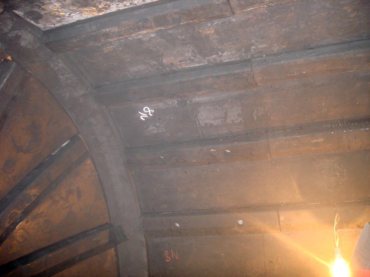 Vgradnja protiobrabnih gumi oblog za kugelne mline (saržni mlin)