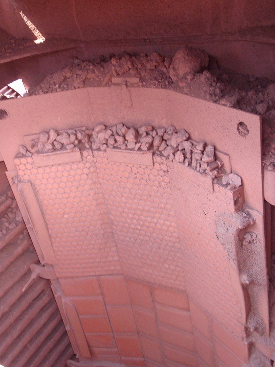 Vgradnja protiobrabnih gumi/keramičnih oblog na presipu železove rude